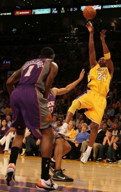 Kobe Bryant fadeaway jumper vs the Suns in game 1 2010
